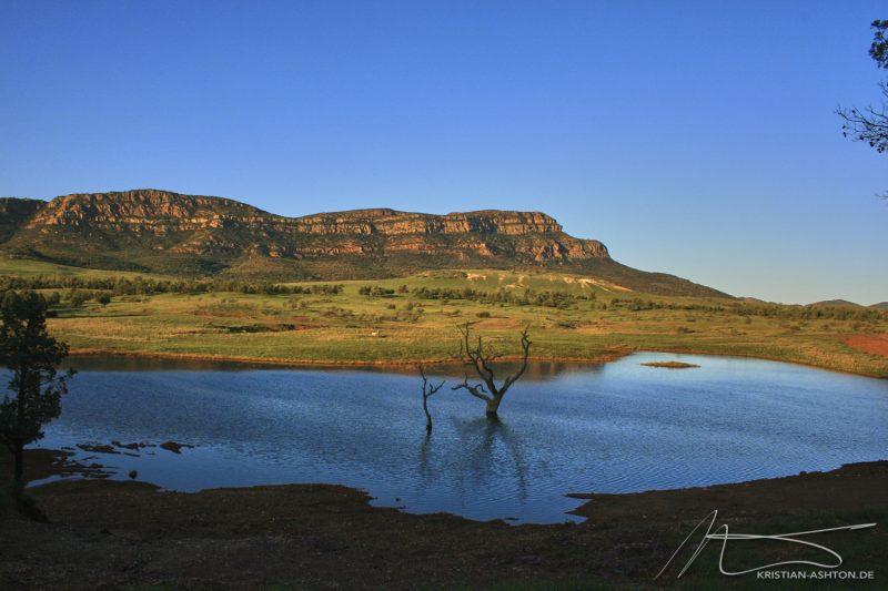 The Flinders Ranges - Wilpena Pound