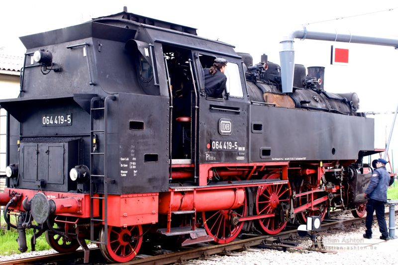 Steam loco 064 419-5 of the Swabian Forest-Railway gets ready for a well-earned drink at Welzheim station