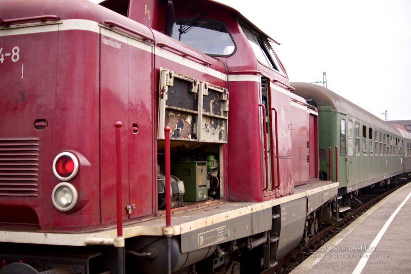 Diesel loco 212 084-8 at Schorndorf station
