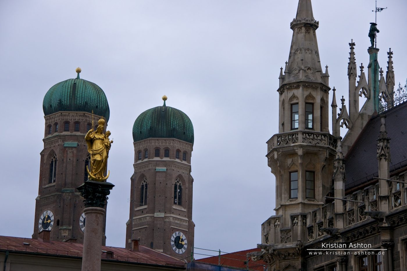 "The ""women's"" church und Munich town hall"