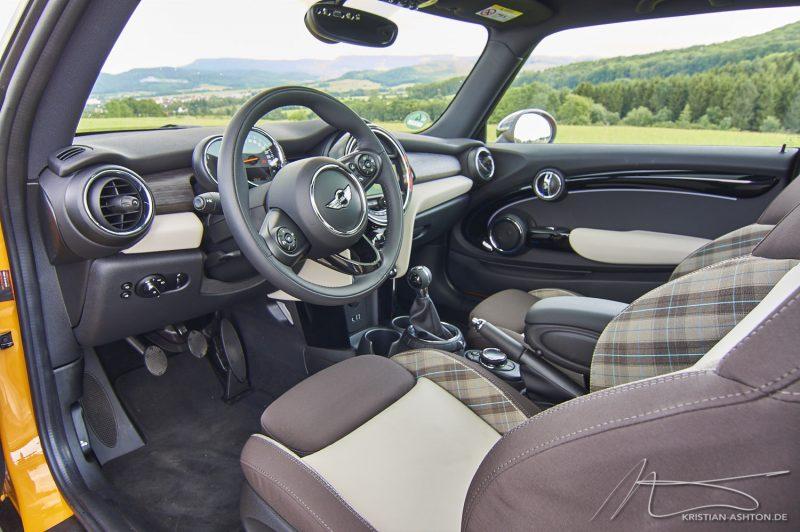 Monty II's interior