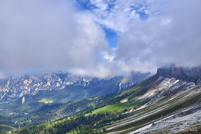 Mountain hike on the Rosengarten in the Dolomites