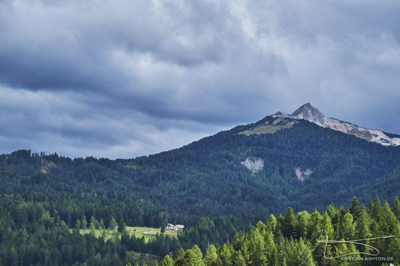 Almenwanderung - Blick auf das Weißhorn