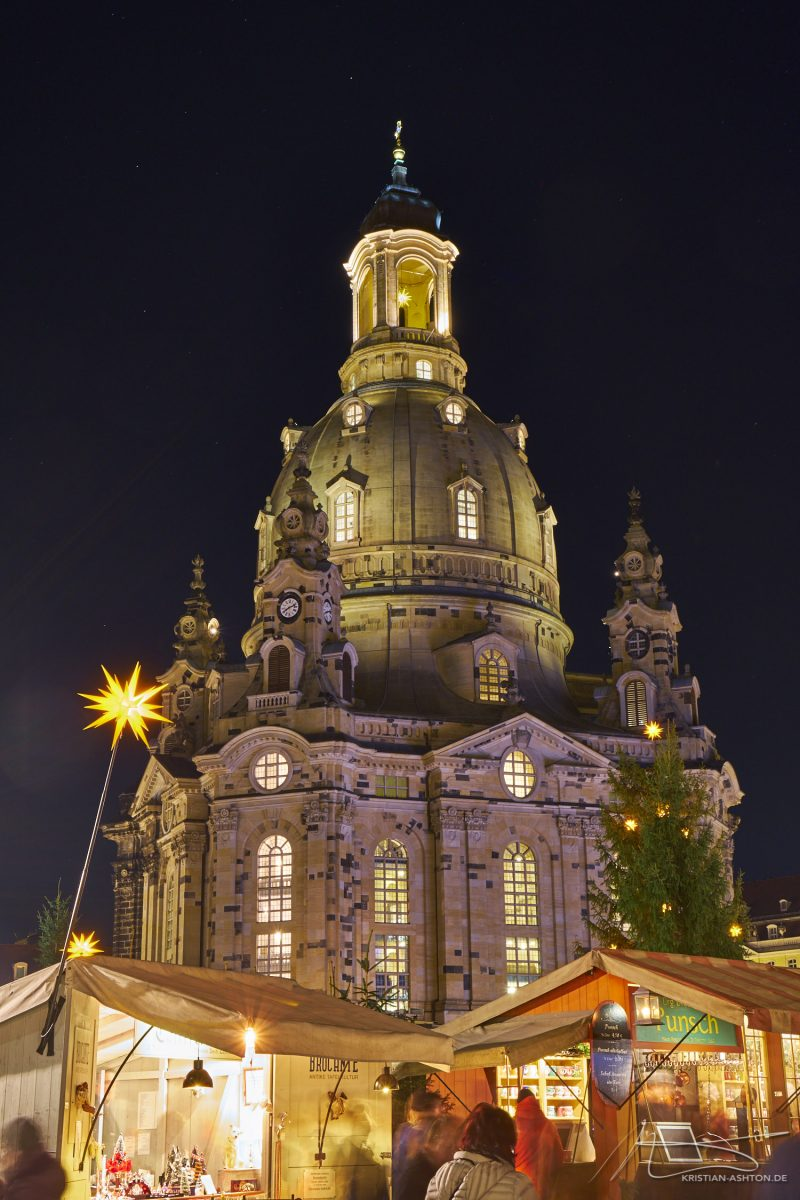"The Frauenkirche ""Church of Our Lady"" and the Christmas market at Neumarkt"
