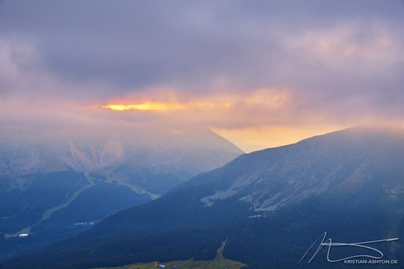 Sunrise hike to the summit of the Weißhorn mountain
