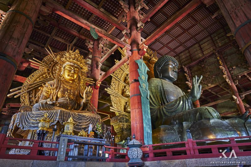 Todai-ji temple with the largest bronze Buddha statue in the world