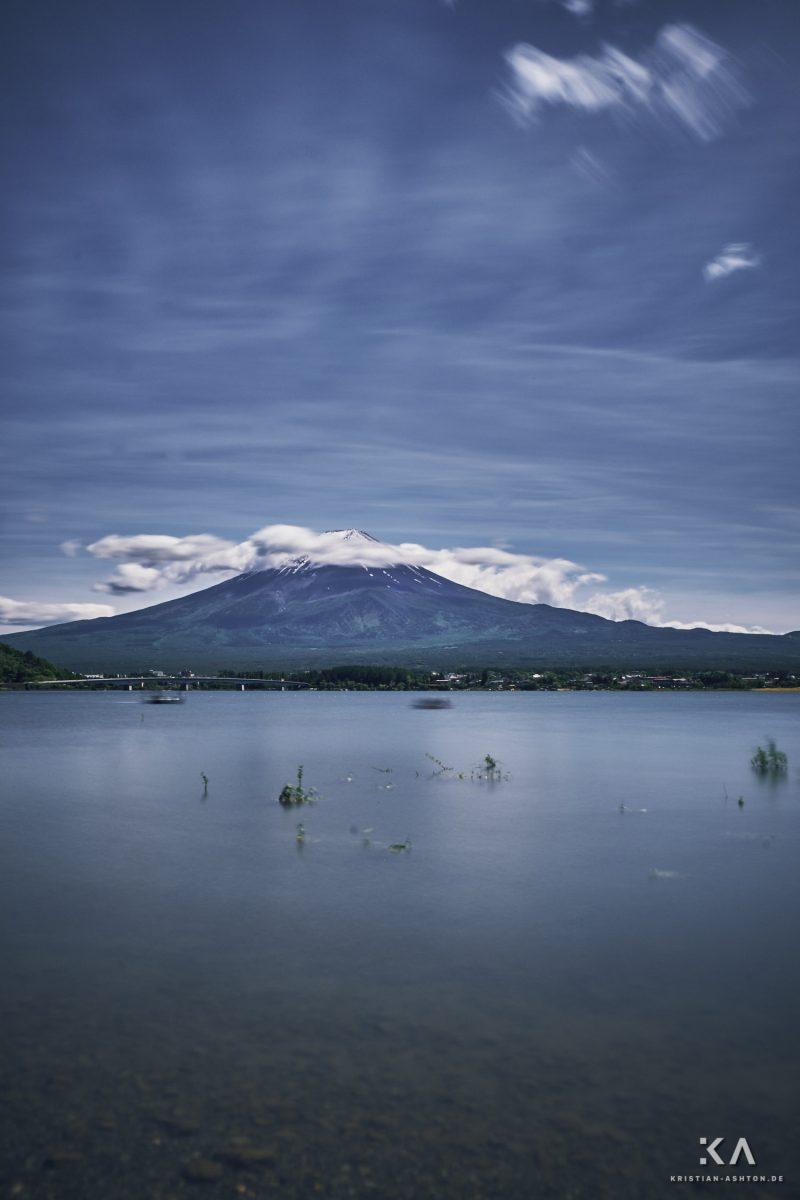 View over Lake Kawaguchiko of the beautiful Fujisan (Mt. Fuji)