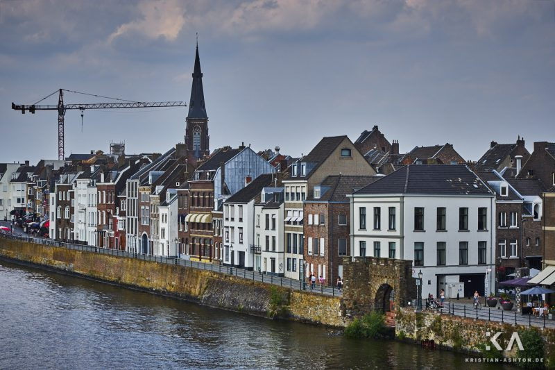 View along the river Maas from the Hoge Brug bridge