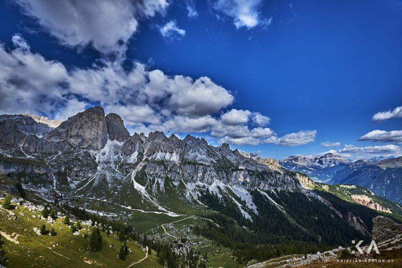 Rosengarten mountain trek over the Vajolon Pass